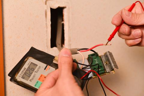 もう一度,電圧無を確認しておきます。レンジに注意しましょう。