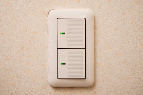 どこにでもある,こんなタイプのスイッチです。