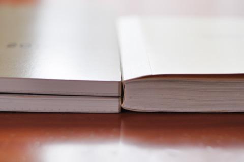 左がavec,右がオリジナル。avecは上半期,下半期の2冊に分かれるので厚さ半分。