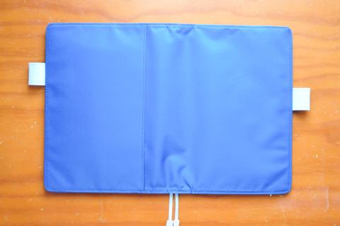 カバーはシンプルな(そして安い)ブルーにしました。