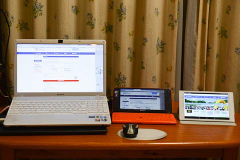 例年同様のPC2台態勢です。左端のタブレットは仲間との連絡用。