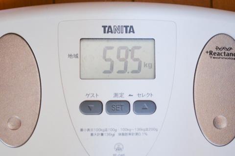 我が人生で初,毎朝,体重を測っています(^^)おぉ! ちょうど,LOOK 595!