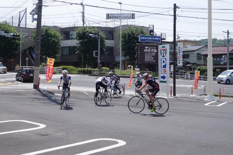 名古木交差点横のセブンイレブン。最近のヤビツは混んでいるんです。