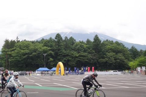 今年は最後まで富士山は見えませんでした。来年,また来るか・・・!?