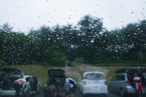 どび~ん,雨じゃん。