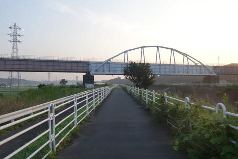 朝5時半。ガラ空きの境川CRを北へ飛ばす。涼しくて気持ちいい~(^^)