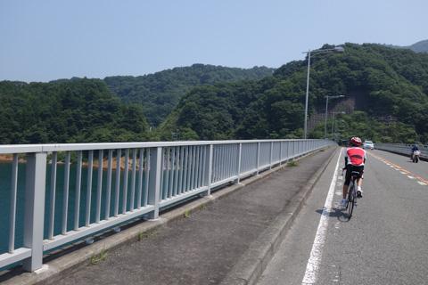 やまびこ大橋を渡って宮ヶ瀬湖の対岸に戻り,山を下って帰ります。
