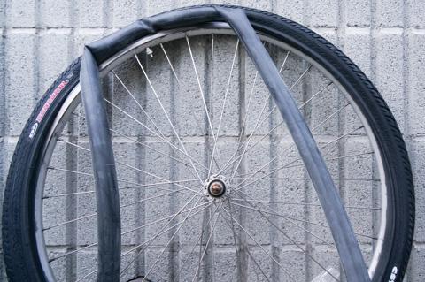 ビードが緩いので,タイヤを外すのも付けるのも素手でできます(^^)