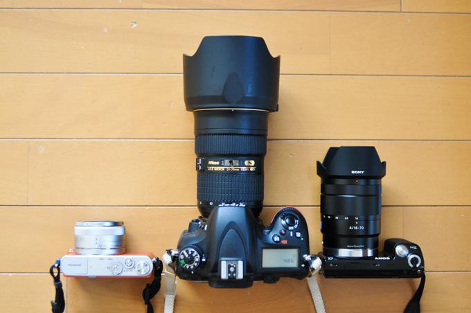 左はLUMIX GMに24-64mm。右はNEX-5Tに24-105mm。似たような焦点距離なのに,Nikkor 24-70mmの巨大さはすごいです・・・。
