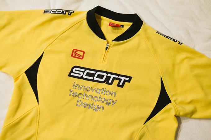 いつも来ているジャージとは別に,黄色いジャージもあることはあります。なぜにSCOTT・・・。