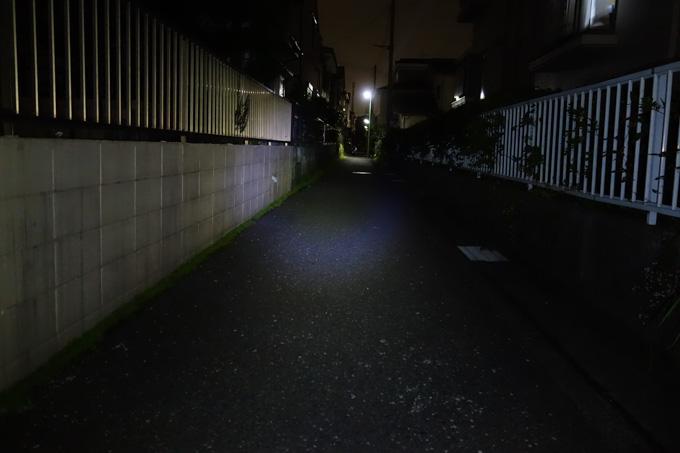 【300XL】エコノミーモード(75ルーメン)。さすがに暗いです。