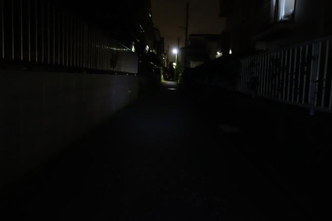 【300XL】フェムトモード(15ルーメン)。前照灯としては全く使えません。マーカーなら。
