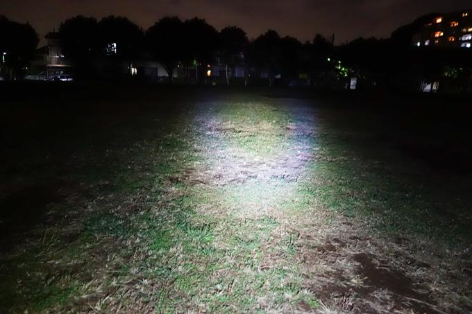 真っ暗な公園にて。おぉ~,幅広く明るい(^^)