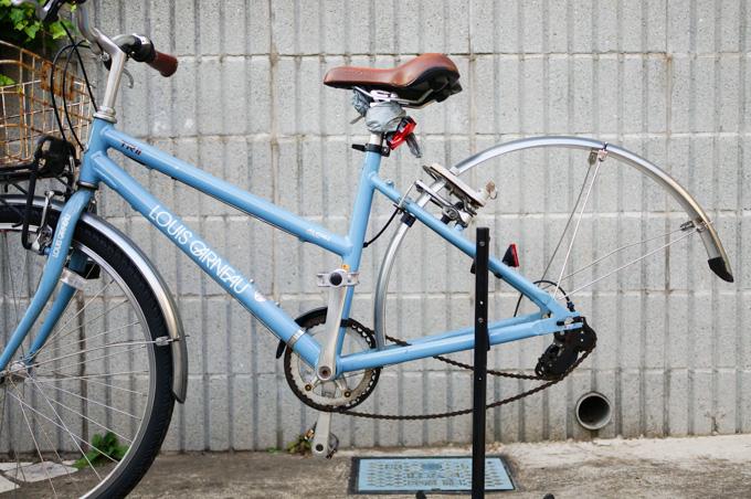 作業時は,自転車が立っていられるよう,ディスプレイスタンドがあるといいでしょう(^^)