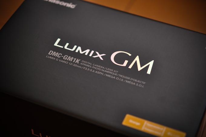 LUMIX GM1の箱。パナ的にも気合が入った製品であることがうかがえます。