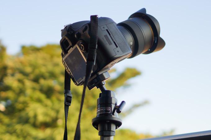 もちろん,普通の地上の写真でもがっちりカメラを支えます。