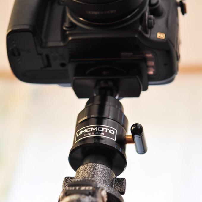 カメラの真下で支えているのがUMEMOTOの運台。まさに,縁の下の力持ち!(^^)