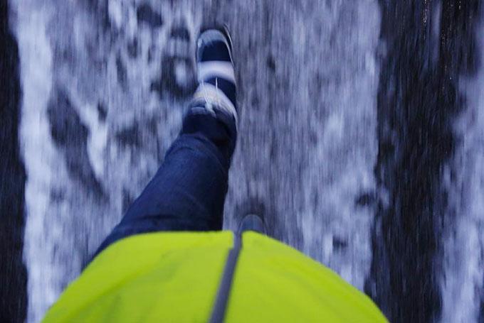 雪が積もった横浜を,スノーシューズですいすい歩くおいら。備えあれば憂いなし!(・・・のはずだったのだけど)