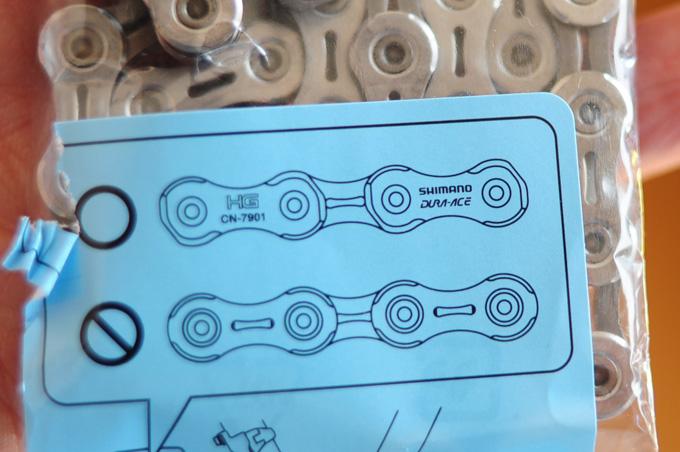 新調したチェーン(CN-6701)に入っていた説明。DURA-ACEって書いてあるけど,ウソじゃん!(CN-7901は製造終了)
