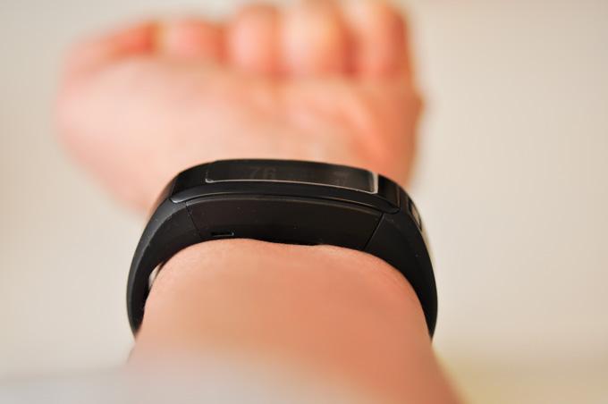 (甲側じゃなくて)腕の裏側でも計測できます。むしろ,こちらの方が安定して計測できる気がします。