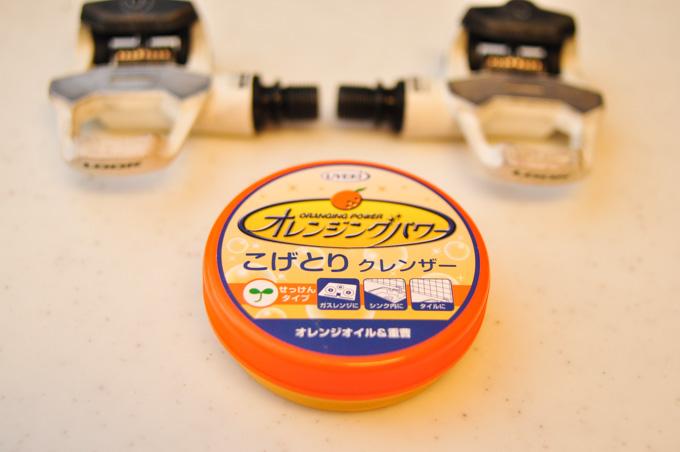 ペダル磨き用に開発された(たぶん違う),オレンジ配合クレンザー。