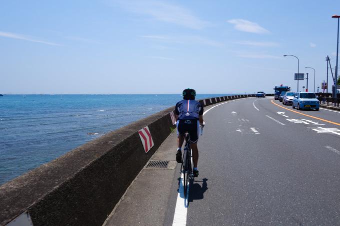 国際村の帰り道。海沿いの道も気持ちいいもんです(^^)
