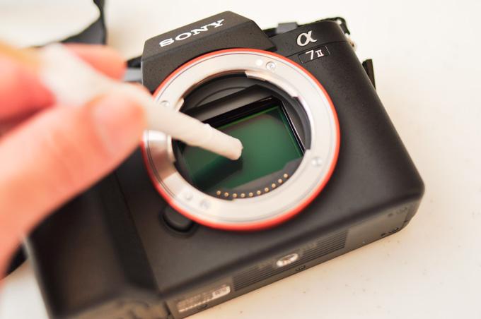 エタノールを塗って,ゴシゴシ。実際は右手で垂直に,内側から同心円状に1回だけ拭いておしまい。