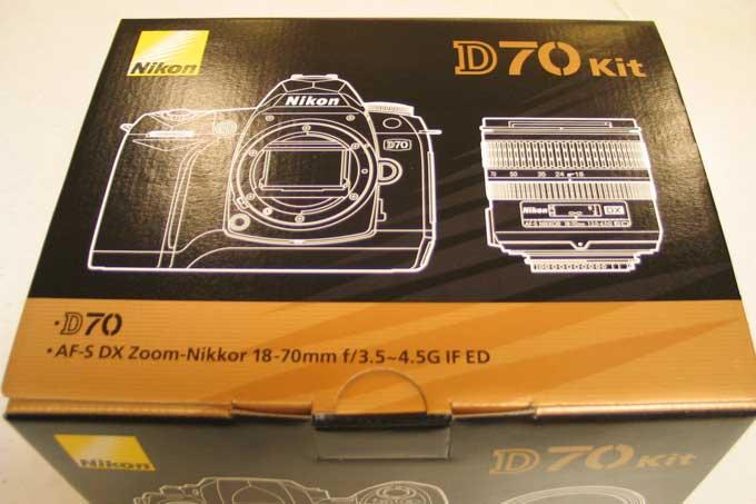 2004年7月に我が家に来たD70。当時のライバル,EOS Kiss Digitalがもっとちゃんとしていれば,Canon派を継続していたのに・・・。