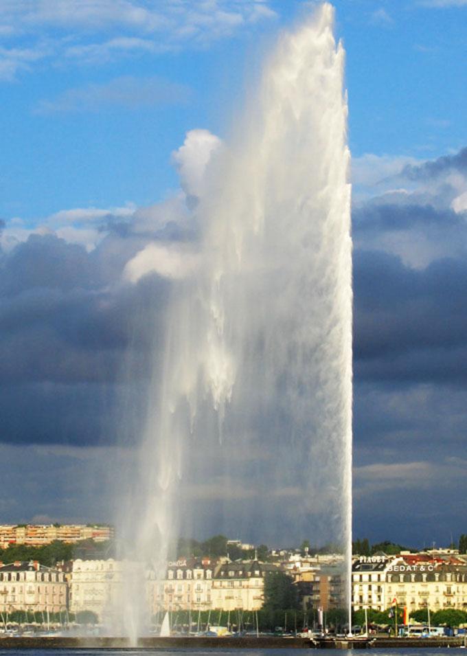 このくらい吹くとなお楽しい(ジュネーブの大噴水。140m)