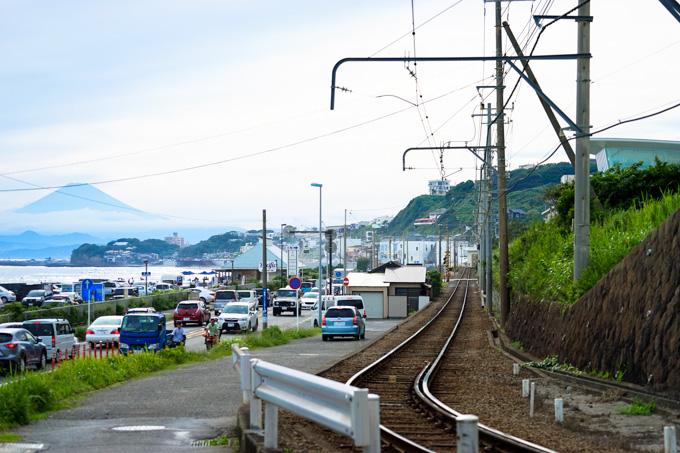 遠くに富士山が見え,線路は真っ直ぐということで,撮りやすいポイントに見えたのですが・・・。