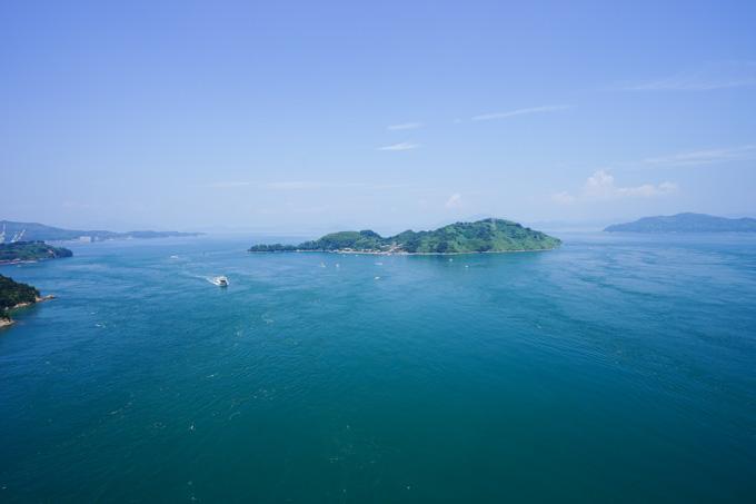 この海の上を自転車で走っているのです。すごい~