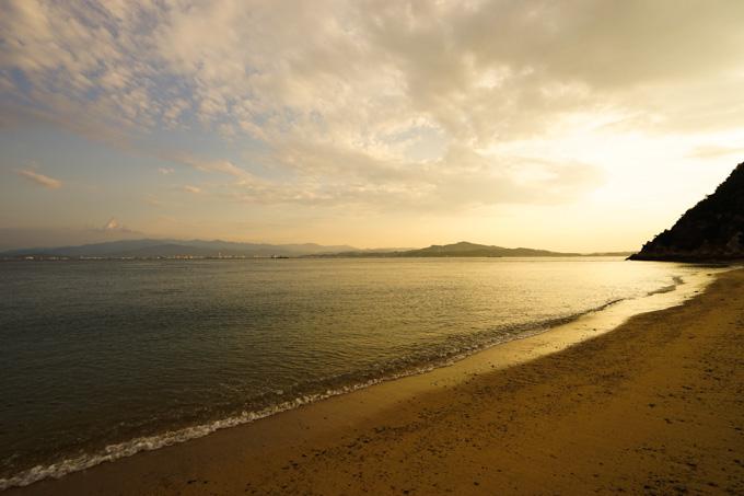 この日は大島の海辺の旅館に宿泊。波の音が気持ちいい。