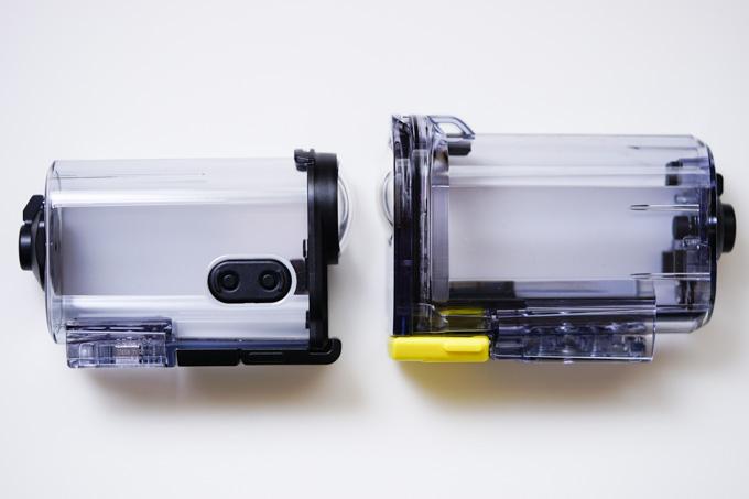 左がAS200同梱の防水ケース。ケースに入れても操作できるようになっています(当たり前だ~)