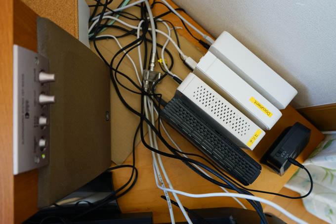 4TBのHDDを入れて,多少整理してみました。空いた空間に,冷却用の扇風機も(^^)