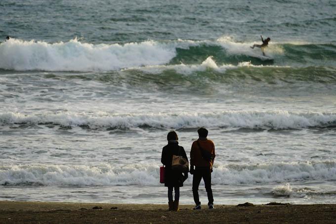 主人公は右上のサーファー(^^;) すんごい風&波でした。