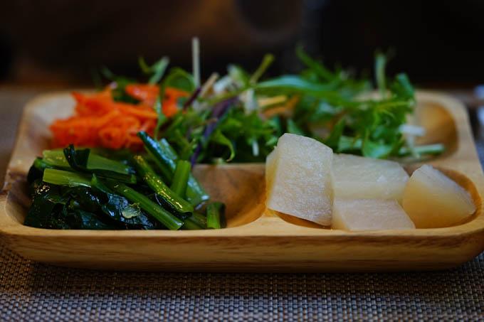 これは前菜。なんと食べ放題(^^)