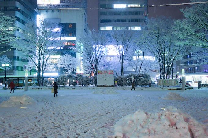 木曜日の福島駅。かなり雪が降って歩くのが大変・・・(T T)