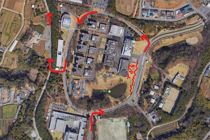 慶応大学構内を走り回ることになり,直角コーナーが大増量です。