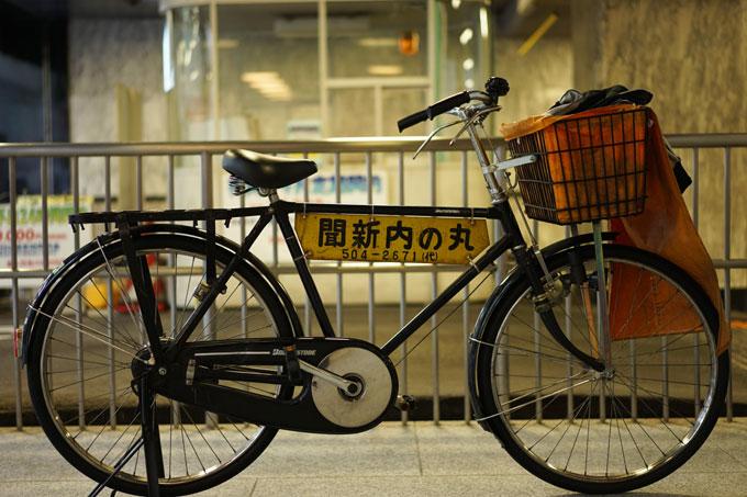 このタイプの自転車のスタンドなら,安定して自立できるんですけどねぇ・・・。