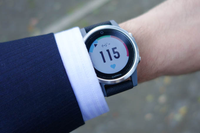 このデザインなら,ふつうの時計っぽいです。表示はかなり変ですが(笑)