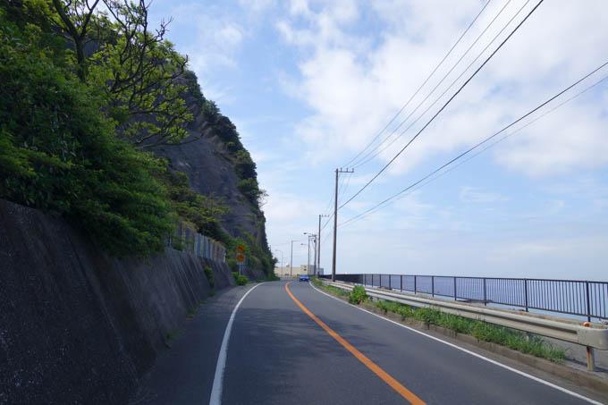 海辺の「潮騒ライン」を走る。この辺は三浦半島なんかと同じ感じ(ただし,トンネルが多い・・・)