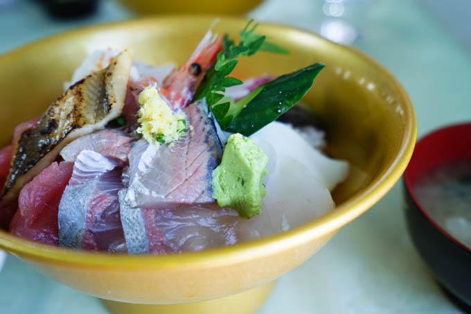潮風王国の海鮮丼。うまいし,量も多くて,体力回復!