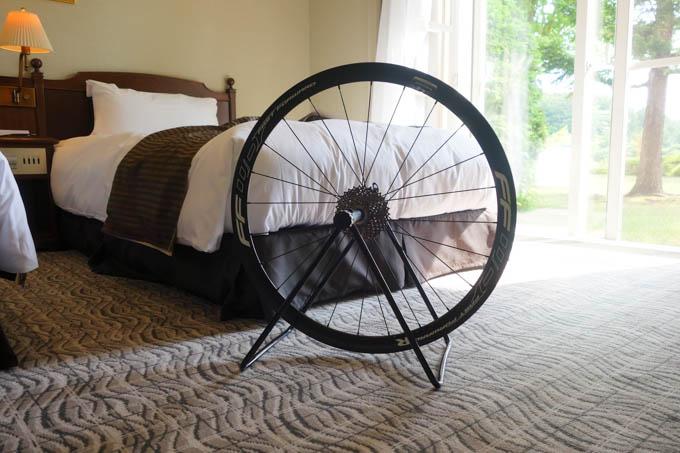 高級ホテルで,タイヤ交換。ゴージャスである(?)