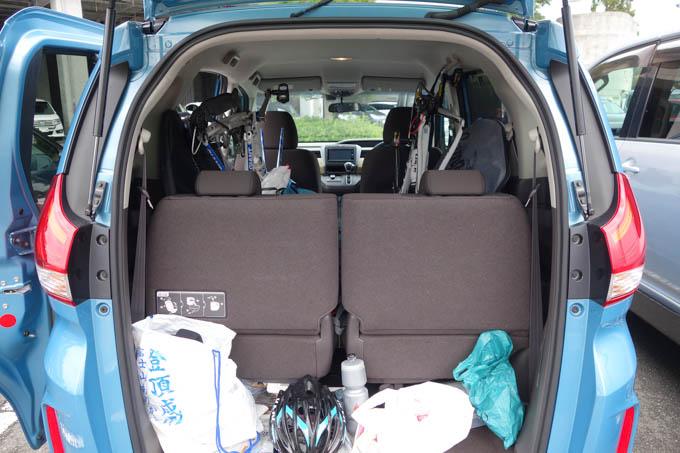 帰りも、FREED号に2台車載です。左端は、富士ヒル記念袋に入った荷物たち(^^)