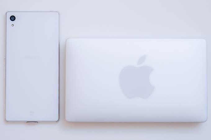 超小型MacBook登場!!(?) スマホと比べても、この小ささ(^^)