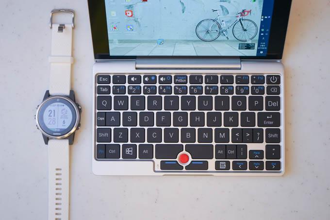 こんなに小さいのに、アイソレーションタイプのキーボードです(!)
