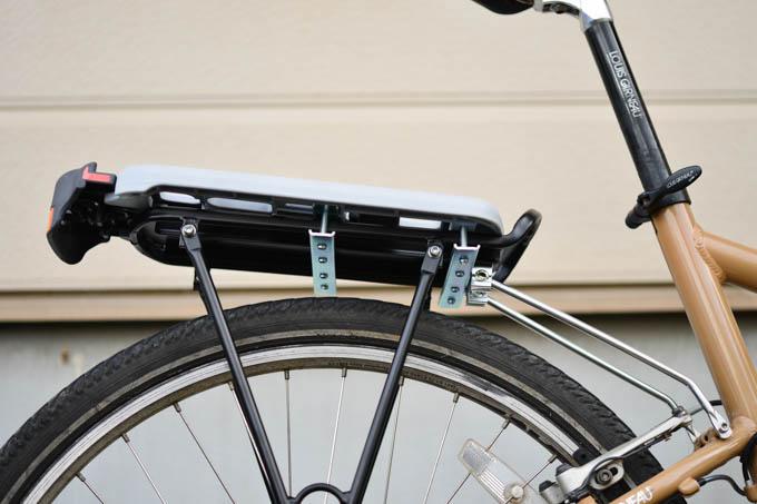 鉄板を挟み、ものすごい数のボルトで固定です。重量増加万歳(^^)