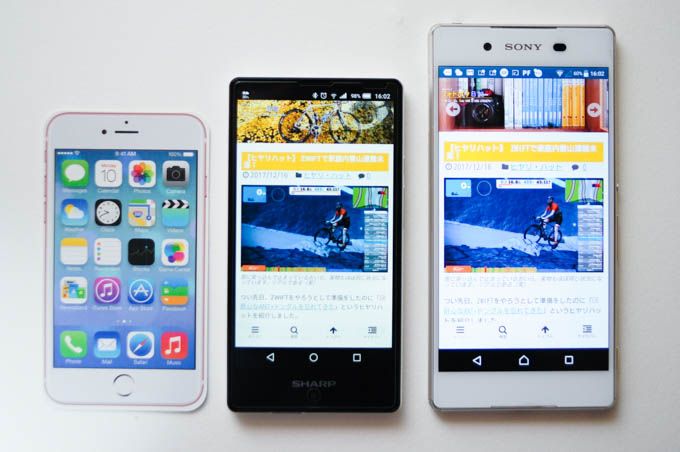 左からiPhone5(紙だけど)、AQUOS mini、Xperia Z4。