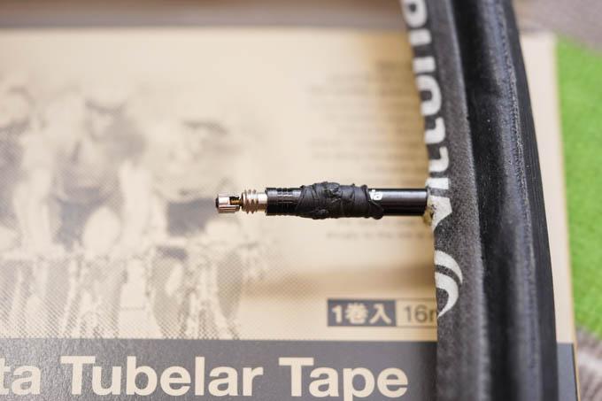 バルブに薄く(厚くなってしまった・・・)、自己融着テープを巻いておくと異音防止になります。