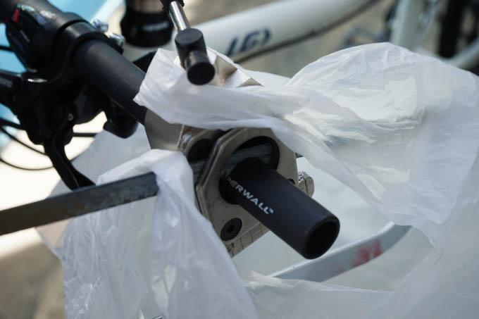 カーボン粉回収用のビニール袋がおススメです。